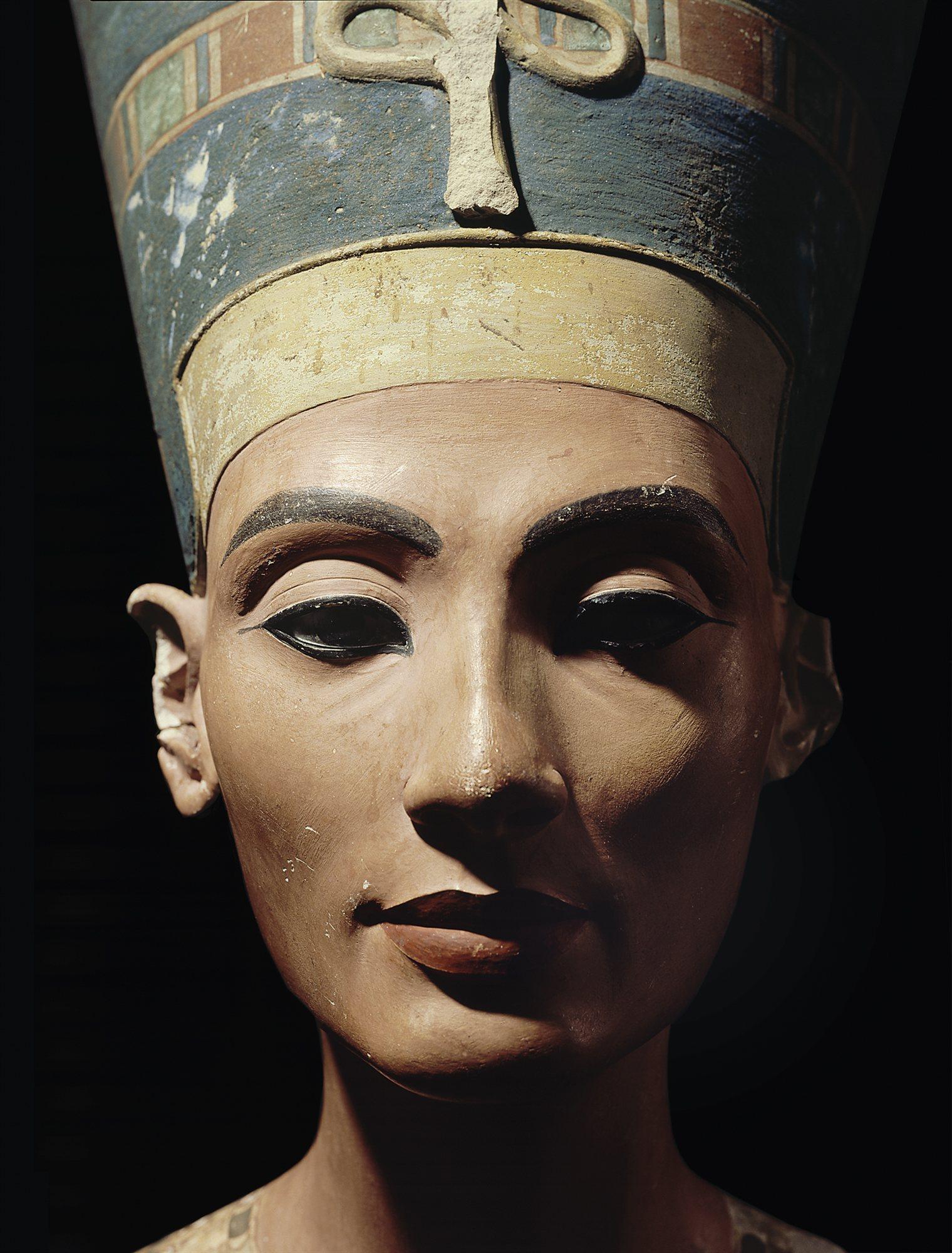 Nefertiti La Bella Ha Llegado