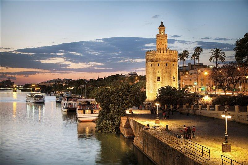 Con el descubrimiento de América, Sevilla se convirtió en la puerta del Nuevo Mundo. De su puerto fluvial partieron las cinco naves capitaneadas por Magallanes.