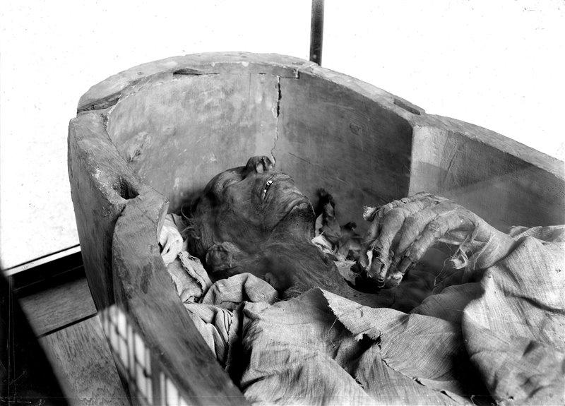 La momia de Ramses II fue trasladada a París ante su preocupante deterioro.