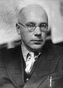 Llegó a ser secretario personal de Lenin, pero más adelante, el científico Nikolái Gorbunov caería en desgracia tras el fracaso del proyecto del ejército de los hombres-mono.