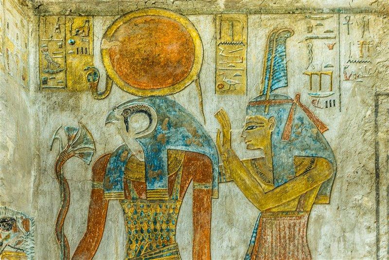 El Dios Ra junto a Maat.