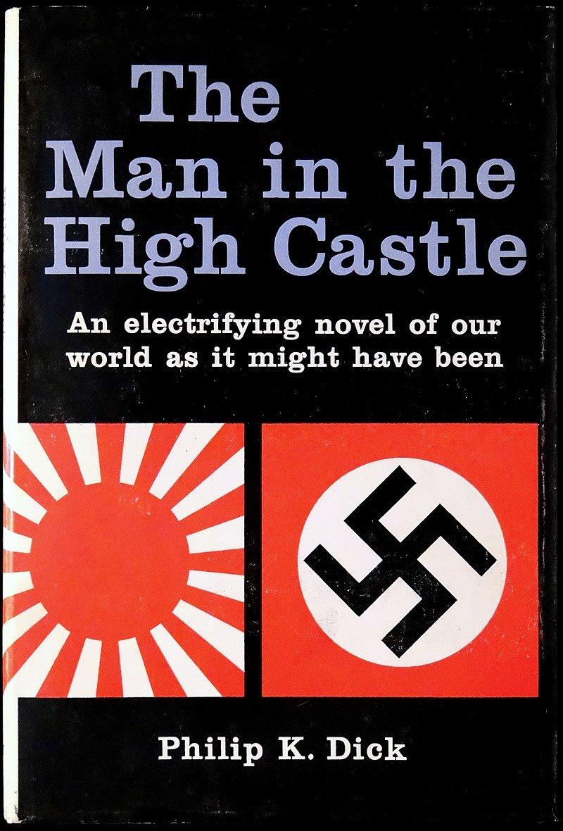 """La novela ucrónica de Philip K. Dick """"El hombre en el castillo"""" apareció en 1962 con esta portada. En ella el autor juega con una realidad imaginada determinada por la victoria imaginada de las fuerzas del Eje en la Segunda Guerra Mundial (1939-1945)."""