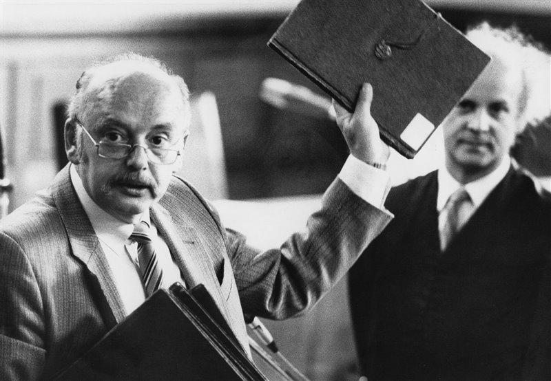La estafa de Konrad Kujau fue descubierta y su autor sometido a un juicio en 1984 donde confesó la falsificación. Esta imagen pertenece a una de las sesiones de aquel juicio.