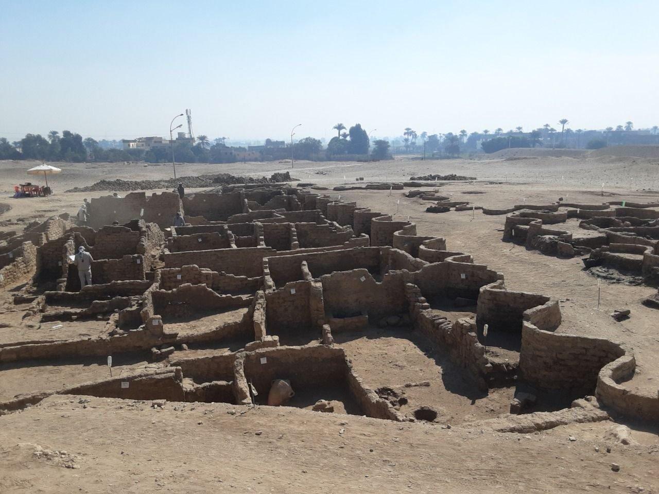 La Ciudad Perdida Dorada, descubierta por Zahi Hawass y su equipo en la orilla occidental de Luxor.