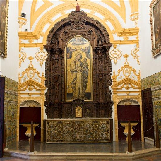 Altar de la Capilla Real del Palacio Gótico del Alcázar de Sevilla. Virgen de la Antigua.