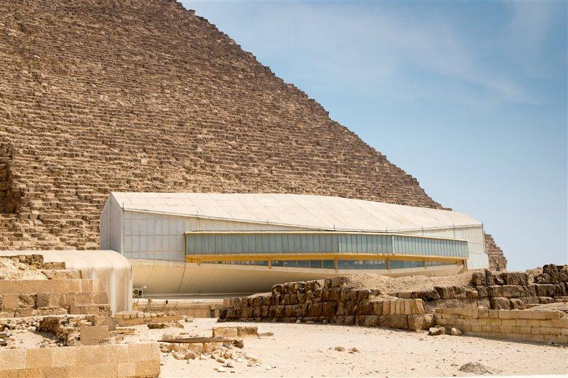 El Museo de la Barca Solar, junto a la Gran Pirámide de Keops.
